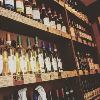 イタリア産を中心に取り揃えた数多くのワイン