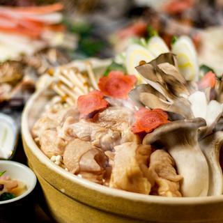 こだわりの逸品『厳選地鶏と木の子の胡麻風味鍋』をご賞味あれ!