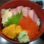 61794147 - 中トロ・ウニ・いくら丼\1500(17-01)