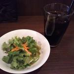 海月 - セットのサラダとドリンク