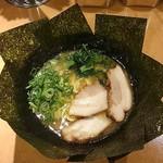 横浜家系らーめん 橋本家 - ラーメン700円麺硬め。海苔増し100円。