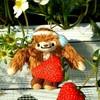 越谷いちごタウン - 料理写真:クワッチさんもイチゴ狩りに同行♪ ひざの上のイチゴは私が美味しく頂きました(^q^)