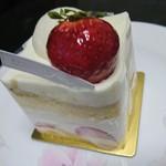 サロン・ド・テ・アルション - 苺のショートケーキ♪