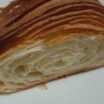 61802700 - 外は香ばしくパリパリ、中は空気を含んでしっとり豊かなバターの香り