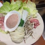 山賊鍋 - 料理写真:到着遅く 鍋が 始まってましたわょ  お鍋の具 あと 蟹 海老 ホタテ イカあり╰(*´︶`*)╯♡