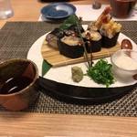 丸亀 - 海老天蕎麦寿司は蕎麦つゆで頂きます。