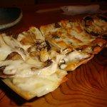 木香 - 料理写真:そばピザ