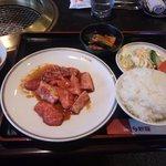 焼肉 新羅 - カルビランチセットの一部(1,350円)