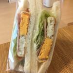 横浜サンド - エッグ&ベーコン(260円)