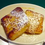 マンゴツリーカフェ+バー - ココナッツトーストモーニングセット450円、ローズヒップティ