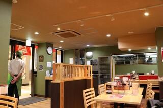 石松餃子 JR浜松駅店 - 店内