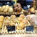 パン&コーヒー サンチノ - ショーケース