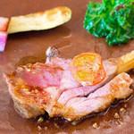 リコス・キッチン - メインは軽く炙ったラムのグリル☆ガーリックのフォンドヴォーで。気持ち小さめな肉なのがまた美味しさを引き立てますw