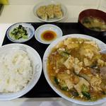 ラッキー飯店 - 豆腐と野菜のうまに定食&餃子3コ