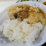 ラッキー飯店 - ご飯に豆腐と野菜のうまに