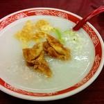61826671 - お粥 日本のと違って出汁の味がしっかり入ってる。うまし!