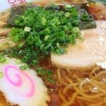 田島ラーメン - 琥珀色のスープの誘惑