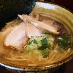 ラーメン 凌駕堂 - 貝出汁とんこつチャーシュー麺