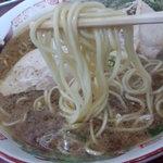 6183108 - 麺は中細麺ストレート丸麺で低加水率。
