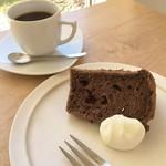 シーソー - 料理写真:チョコチップのシフォンケーキとコーヒーのセット