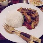バーンリムパー - ランチメニュー「ガイパップリックパオ(鶏のピリ辛炒め)」(890円)