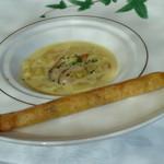 箱根ハイランドホテル ラ・フォーレ - ムール貝とジャガイモのカレー風味のスープ