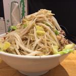 麺や 久二郎 - 野菜増し増し 横から