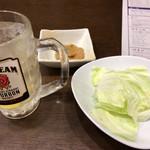 旨唐揚げと居酒メシ ミライザカ - ジムビーム ハイボール 199円 と お通しの味噌キャベツ