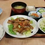 家族厨房 ひっきり - 鶏肉のしょう油麹炒め定食770円