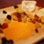 肉ビストロ&クラフトビール ランプラント - チーズ盛り合わせ