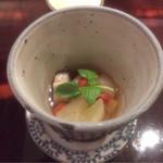 割烹 八彩 新大阪店 - つきだし(赤ナマコとフルーツなどの和えもの)