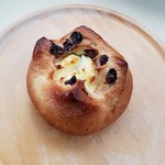 庭のパン屋さん - 「クリームチーズ入りぶどうパン」