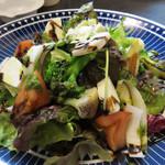 炭焼きダイニング ブーケ - 彩り野菜のメリメロサラダ。 『メリメロ』とはごちゃ混ぜの意味だそうです。
