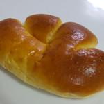 カトレア - クリームパン140円(税抜き)