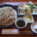 Yuukiteikawashima - せいろ900円+天ぷら盛合せ600円。