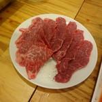 近江牛肉店 - うわみすじ(すでに3枚ほど奪われた後)