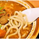 博士ラーメン別館 & HAKASE Thai 博士レストラン本店 - かんすい不使用の健康麺。中華麺ではなくうどんと思った方がしっくりくる感じ。