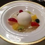 ホテル阪急インターナショナル - デザート・フルーツ(柚子のムースとハチミツ入りゼリー フルーツを添えて)