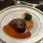 ホテル阪急インターナショナル - 肉(牛フィレ肉のソテー マデラ酒のソース ドフィノワーズポテトと温野菜添え)