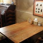 タルボット - 店内:テーブル席