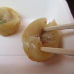 ユンユン - 先ずは上に箸で穴を開ける