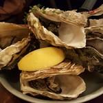 北海道イタリアン居酒屋 エゾバルバンバン - 牡蠣のガンガンバンバン焼 1166円