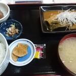 61861866 - 煮魚定食(鯖の味噌煮)。これも甘いです!