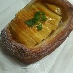 ラ・ボントーン - 料理写真:ふじりんごのデニッシュ