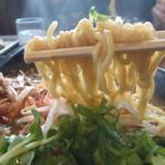 麺空海 - 麺はこんな感じ 太目の縮れ麺