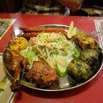 インド料理 マナカマナ - 続いては焼き物盛り合わせを食べてみることに。