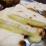 ASIAN DINNING SHIVA MAHAL - チーズナン