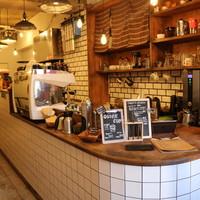 メイホクコーヒー - 内装も手作りの店です。