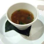 61871295 - 「博多炊き肉コース」カブときのこのスープ