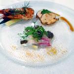 61871299 - 「博多炊き肉コース」前菜3品(海老のスパイシーロースト・鮮魚のカルパッチョタプナードソース・華味鶏の自家製スモーク)